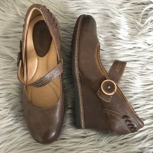 Earth Northstar Brown Leather Mary Jane Wedge